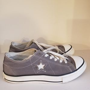 """Converse Chuck Taylor All Star """"Star"""" Sneakers  7"""